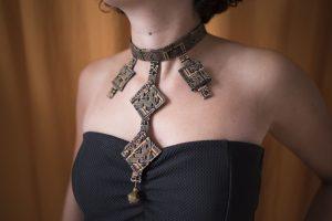 Création collier plastron ras du cou.